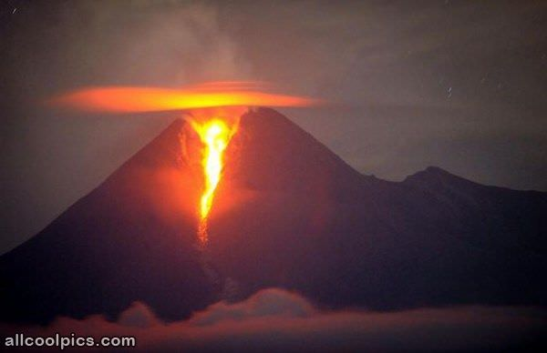 Cool Volcano Shot - Cool Pictures