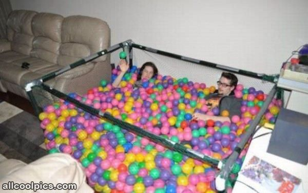 The ball pit cool pictures for Piscina de bolas toysrus